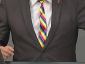 Bild: Regenbogenkrawatte im Bundestag