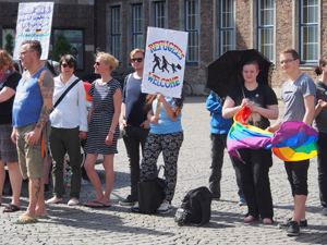 Bild: Demonstraten bei der IDAHOT-Aktion