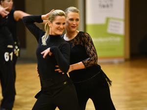 Bild: Frauen-Tanzpaar beim Grand Prix 2017
