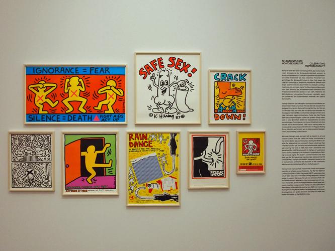 Bild: Plakate mit Keith Haring Motiven