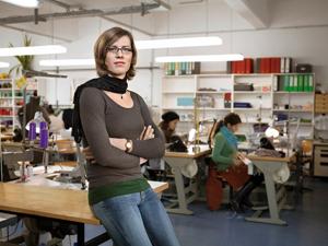 Bild: Transfrau an ihrem Arbeitsplatz