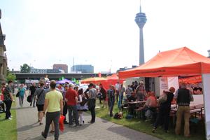 Bild: Infostände beim CSD Düsseldorf