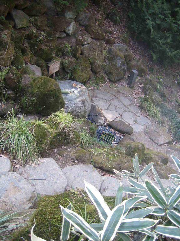 響く水音に耳を傾け楽しむ風流な庭園遊び…*
