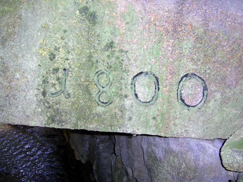 Inschrift an der Brücke