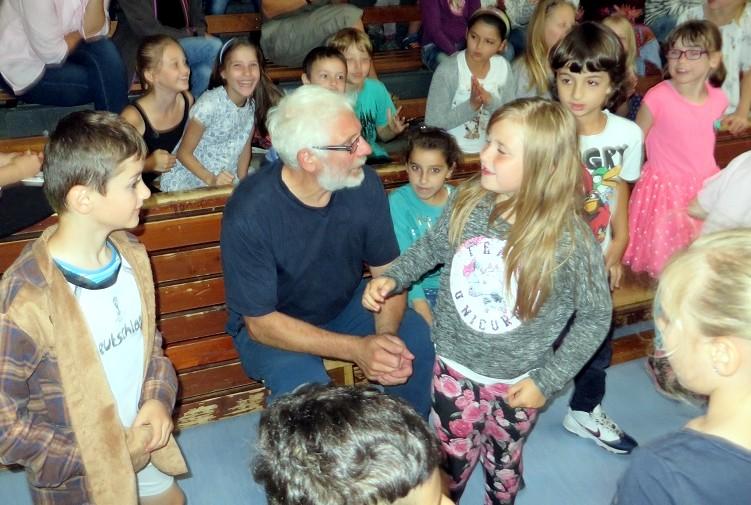 ... bei Herrn Ley, der mit großem Einsatz alle Sportveranstaltungen unserer Schule organisiert.