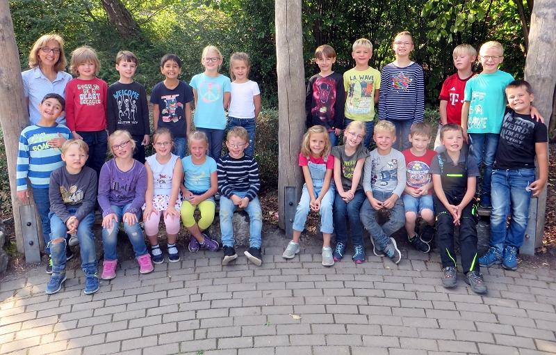 ... der Klasse 2c für ihren engagierten Einsatz beim Aufräumen und Säubern unseres Schulhofs.