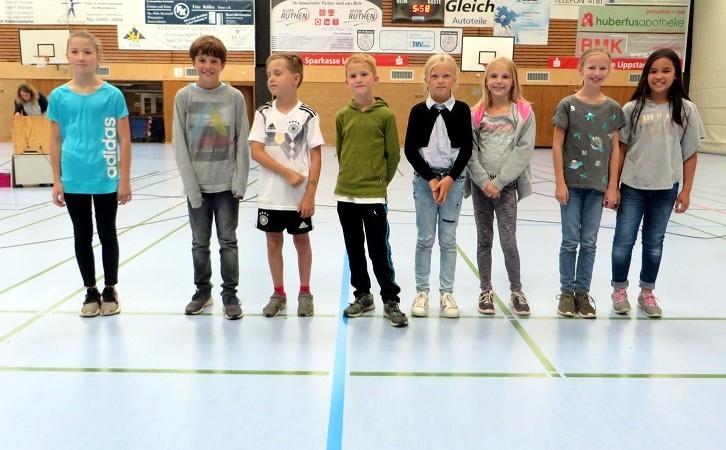 ... unserer Läufermannschaft der vierten Schuljahre zu einem tollen 2. Platz beim Staffellauf der Grundschulen beim Abendsportfest