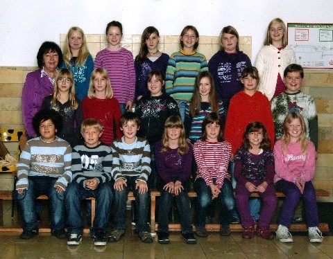Klasse 4a mit ihrer Klassenlehrerin Frau Völkel