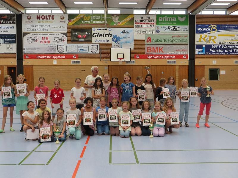 ... unseren Fußball-Mädels zum 1. Platz und weiteren tollen Platzierungen bei der Mädchen-Fußball-WM in Warstein