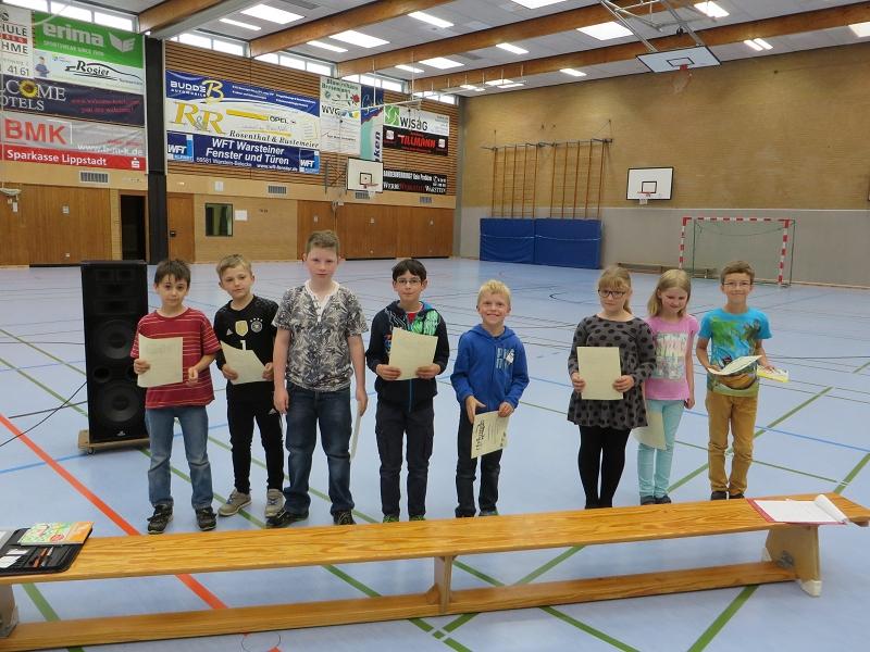 ... unseren Schachspielern der dritten Schuljahre - 1. Pl. Fabian Daus, 2. Pl. Raphael Testai, 3. Pl. Kim Fischer