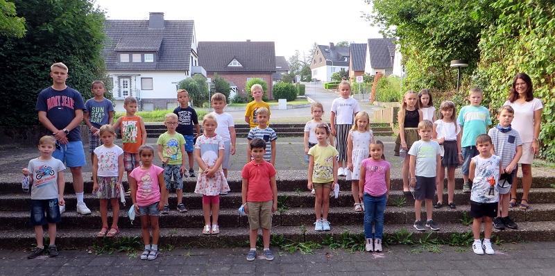 Klasse 2c mit ihrer Klassenlehrerin Frau Brüßel