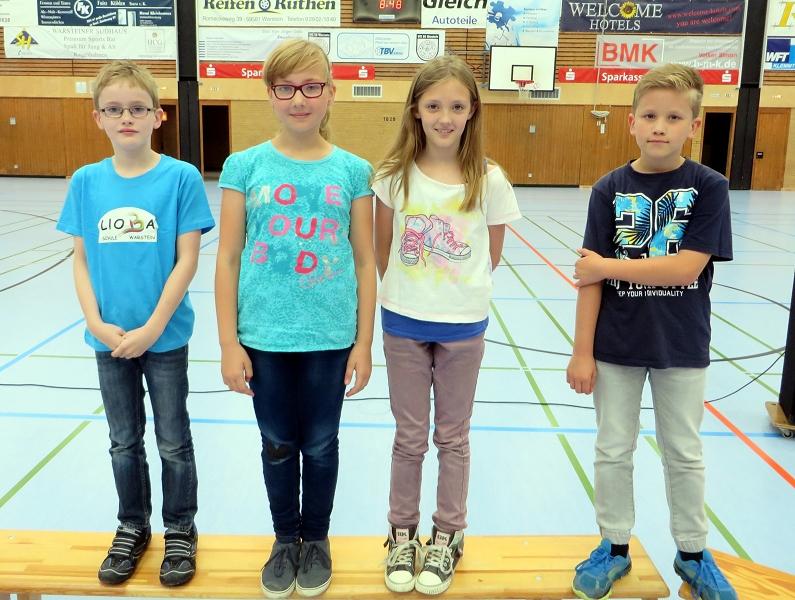 ... Raphael Kosfeld, Carolin Hiegemann, Julia Oskowsky und Jan Clewing zu ihren hervorragenden Leistungen beim Mathewettbewerb