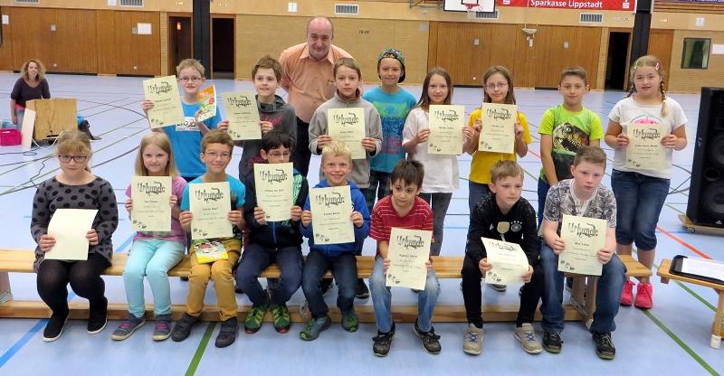 ... den Kindern der Schach-AG der vierten Schuljahre - 1. Pl. Raphael Kosfeld, 2. Pl. Hannes Hoffman, 3. Pl. Achim Dobart