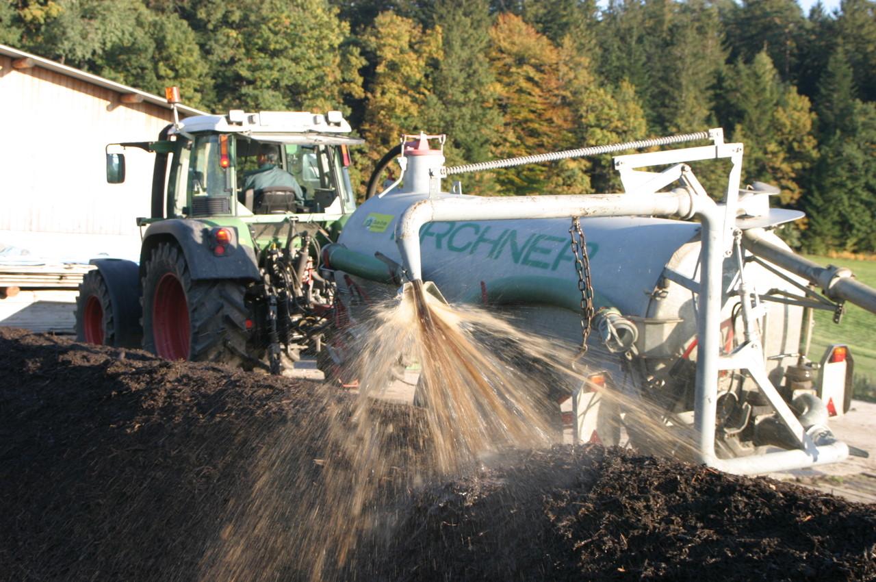 Bewässerung des Kompostes