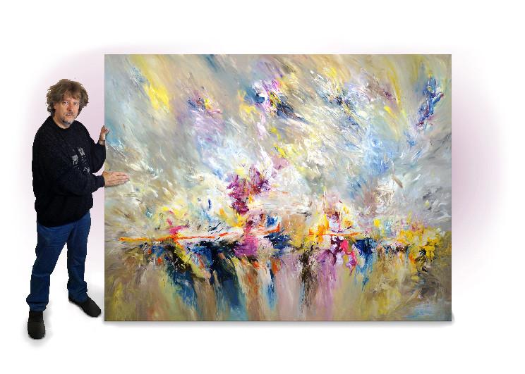 """Der Kunstmaler Peter Nottrott und sein Gemälde """"Path Of Life XXXL 1"""" im Großformat. 5,2 qm Bildfläche"""