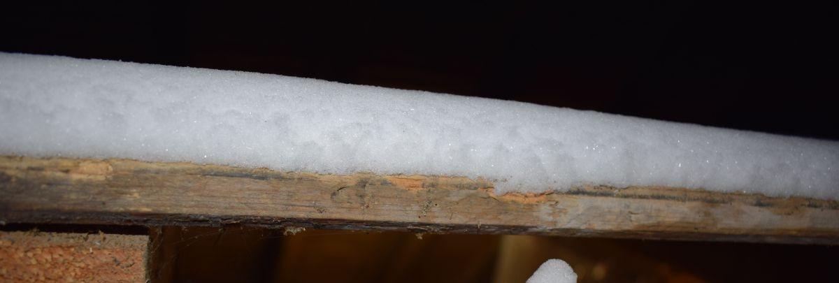 Dieser Blick lässt die Schneehöhe auf dem Zwischenboden im nordwestlichen Bereich erahnen.