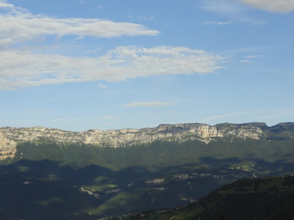 vue gite massif chartreuse en été