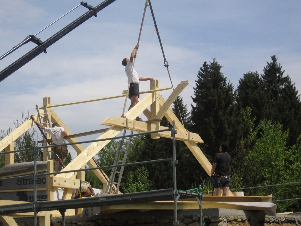 2009  On pose la toiture Charpente traditionnelle