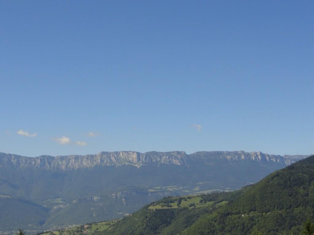 vue gite sur massif chartreuse en été