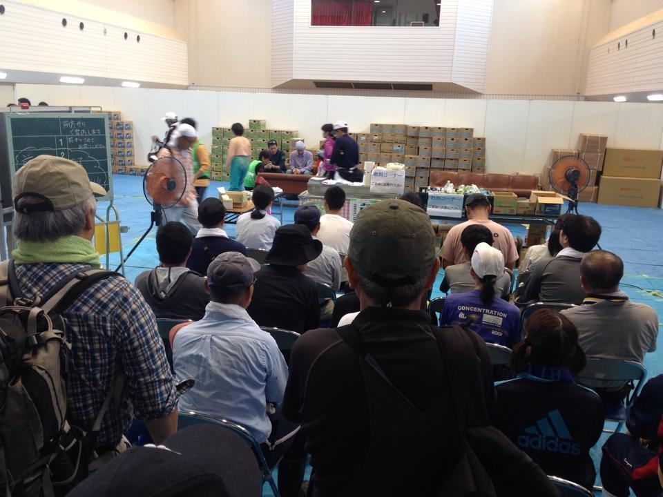 丹波市市島のボランティアセンター(VC)でのマッチングの様子(撮影T田さん)。同VCは9/16まで運営の予定。※9/8からはボランティアを兵庫県内の方に限定するとのことです。