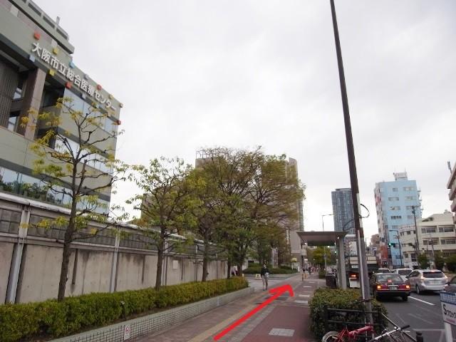 市立総合医療センターを左に見ながら都島通を天神橋方面へ。
