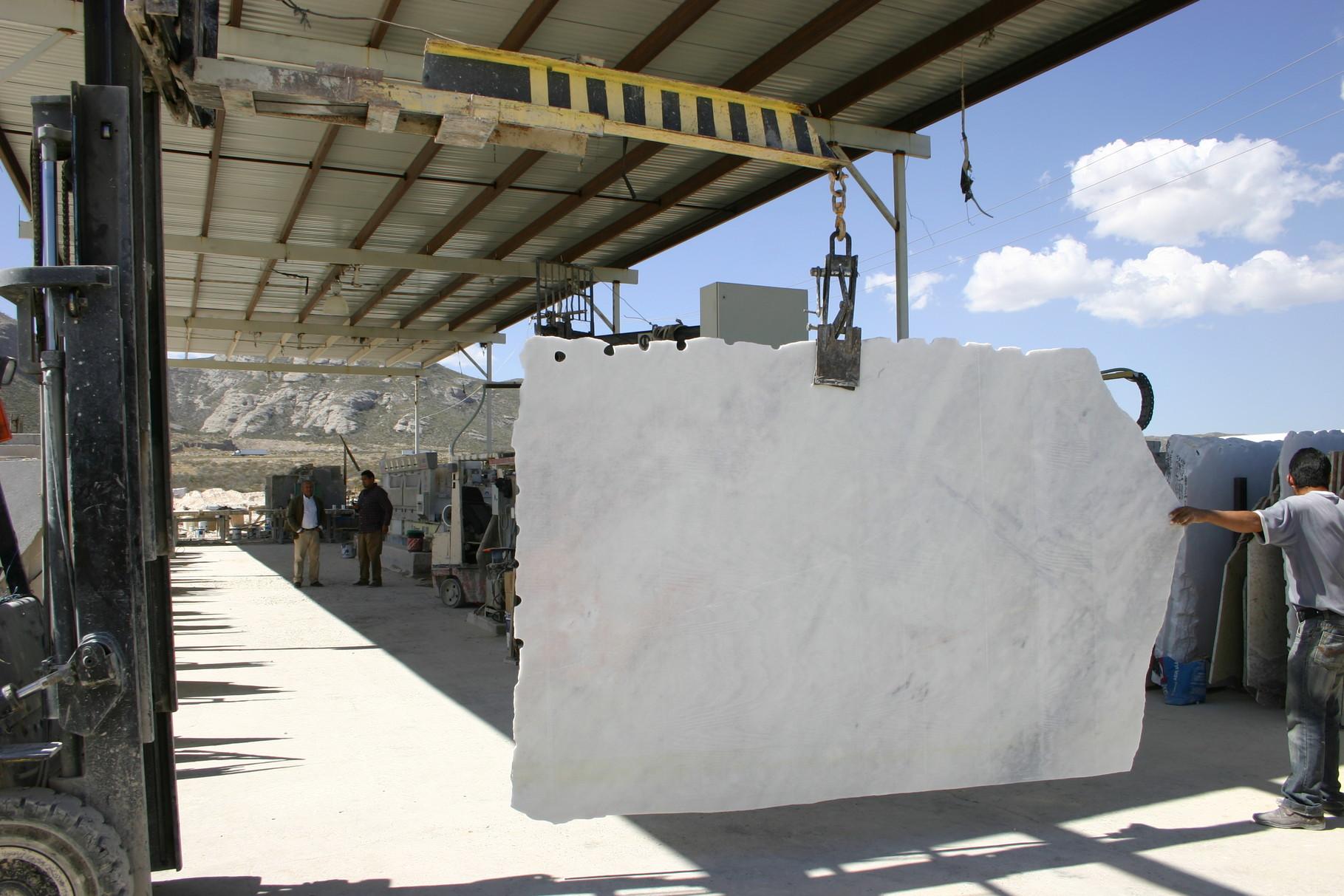 royal white marble slabs, white marble, white carrara marble, carrara white, carrara white marble slabs, white calacatta marble, calacatta white marble, white royal marble, laminas de marmol blanco carrara