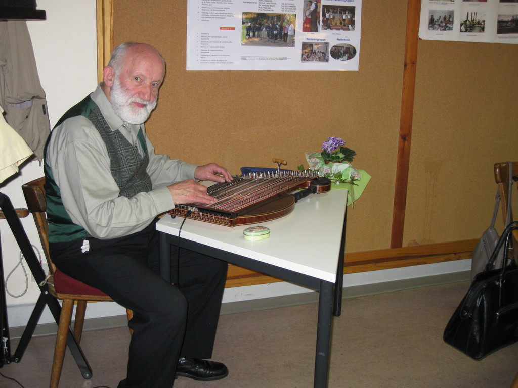 Walter Lepshy bei der musikalische Einstimmung