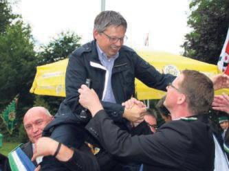 Die Bürgerschützen haben einen neuen König: Ralf Sander konnte sich im Duell gegen Oberst Heinrich Fahle durchsetzen.