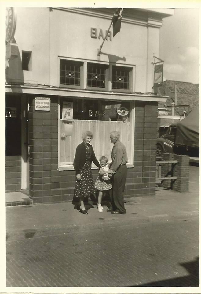 opa en oma kort voor café Dijkman oliemulderstraat