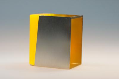 Gelber Block - Brosche, 935er Silber, innen vergoldet, Acrylglas fluoreszierend, 2018