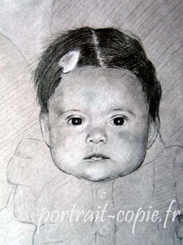 portrait dessiné fusain craie sur fond gris. Support papie canson. Commande réalisée  à  partir  d une photo .