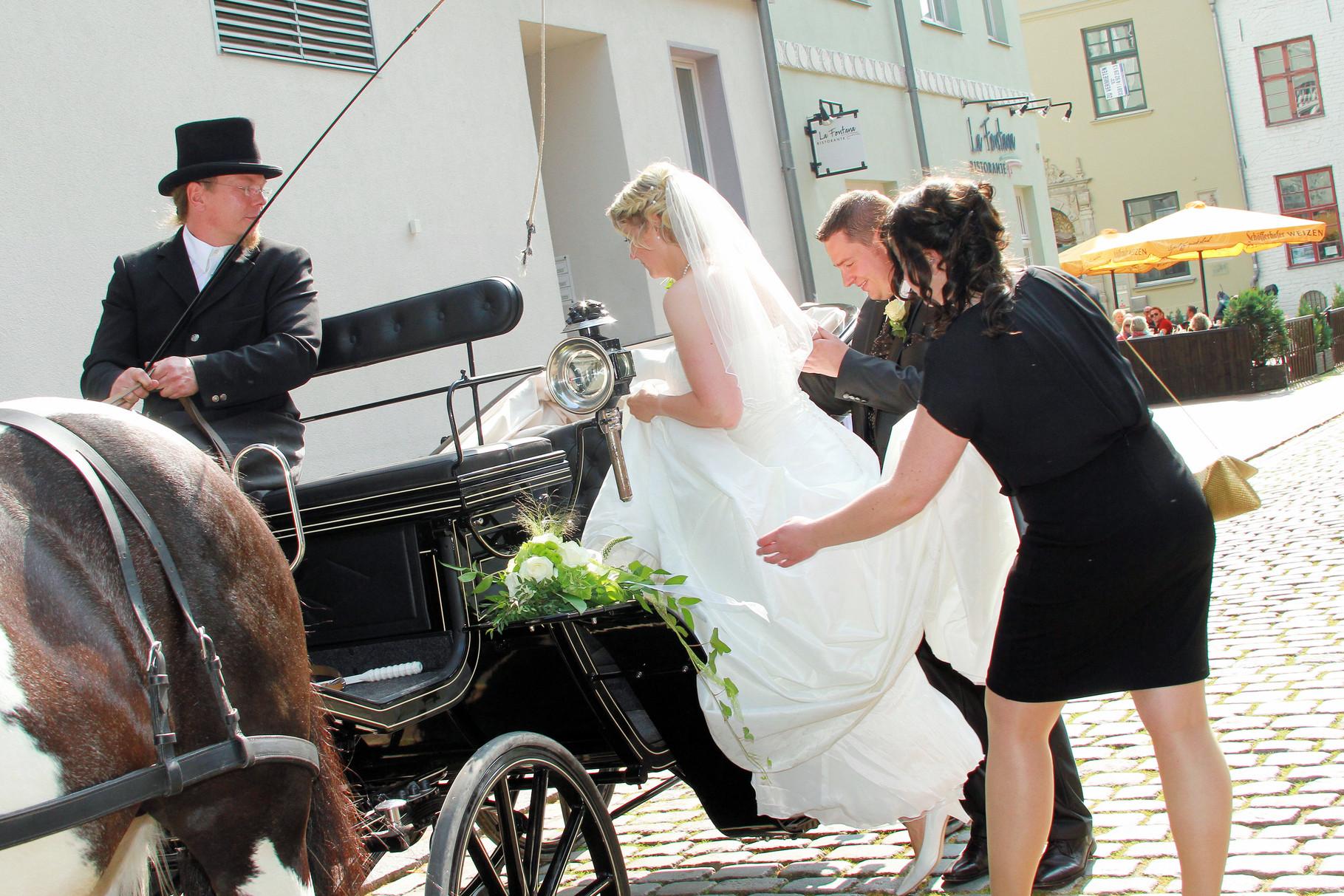 Hochzeitskutsche Stadtzentrum von Rostock  /mit freundlicher Genehmigung des Brautpaares