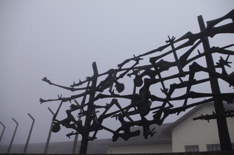 Skulptur von Nandor Glid