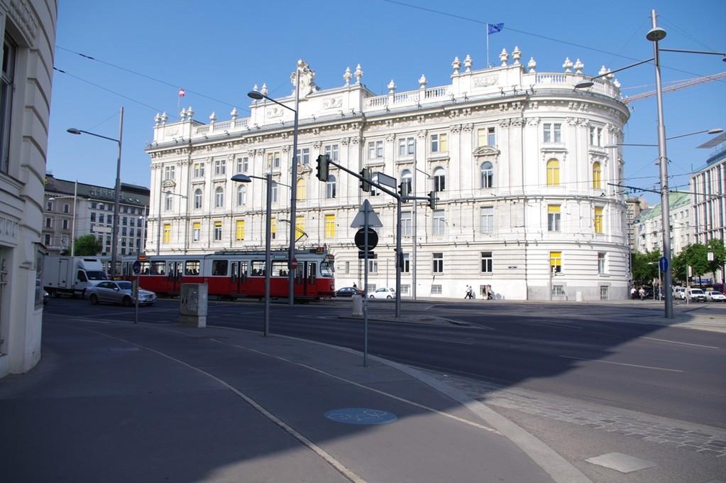 Schwarzenbergplatz - unendliche Weiten