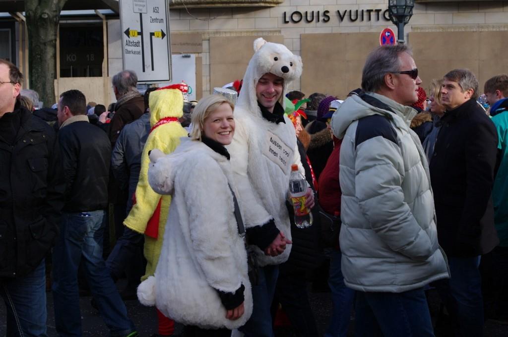 Eisbär-Pärchen auf der Prachtstraße