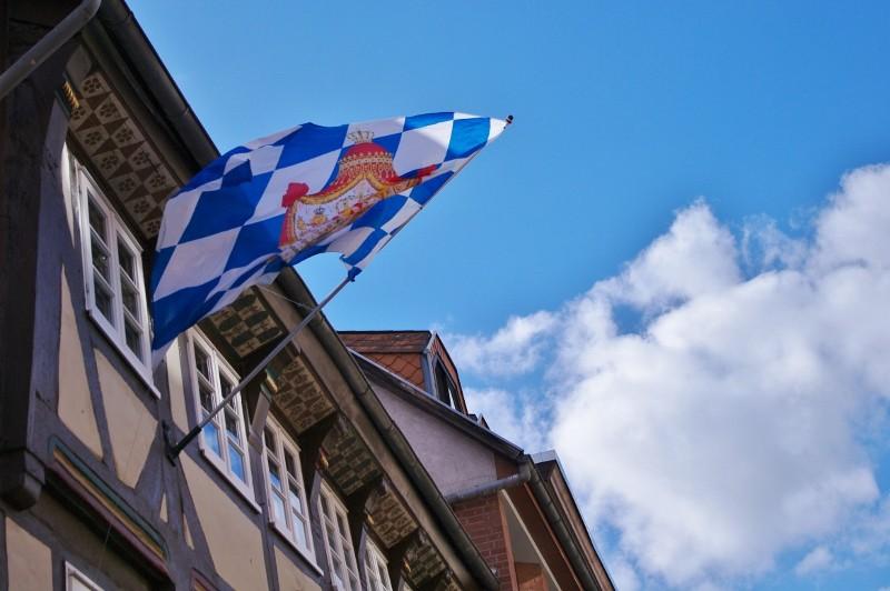 Die weißblaue Fahne führt mich zu meinem nächsten Reiseziel