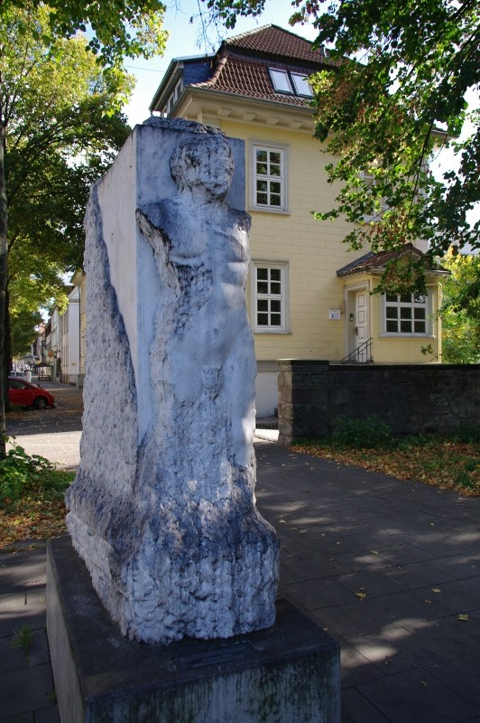 Skulpturen säumen den Weg der Planeten