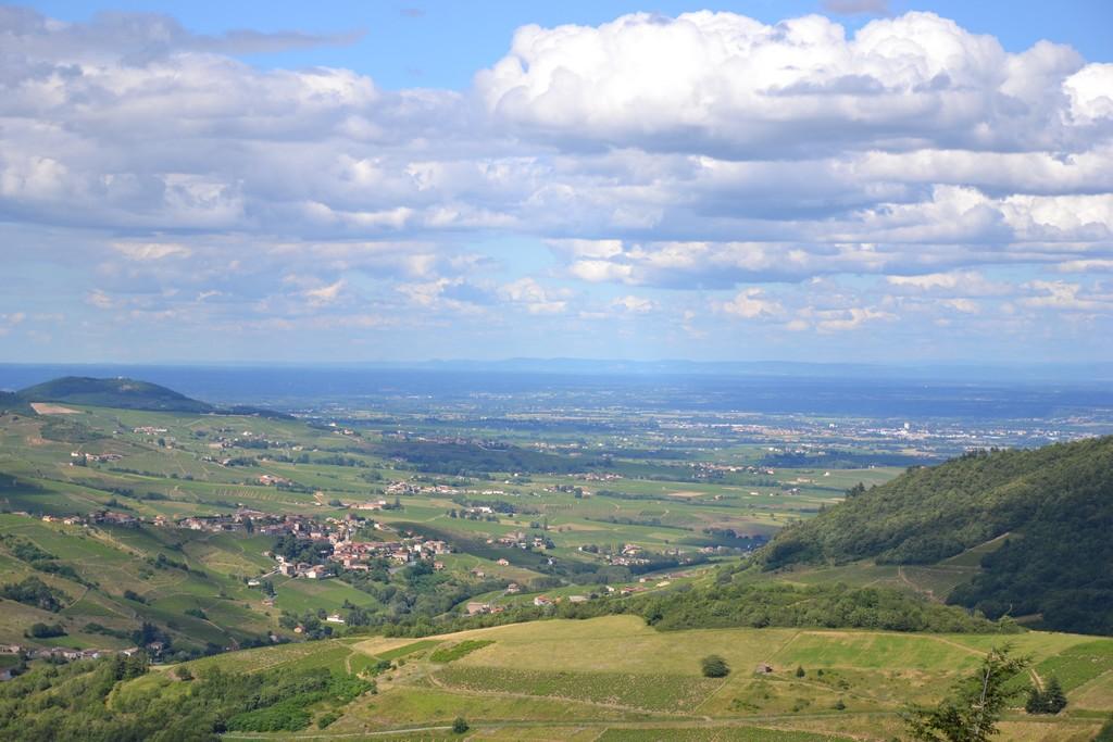 Vue panoramique sur Clochemerle et la Vallée de la Sâone