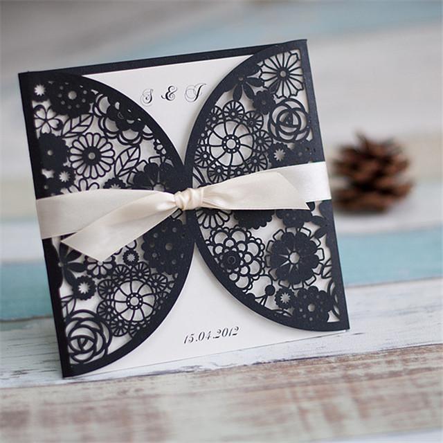 """Lasercut Karte Hochzeitseinladung """"Black and White"""" mit Satinbändchen"""