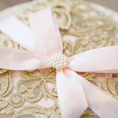 Glitter Lasercut Hochzeitskarte #GL0019 mit rosa Schliefe und Embellishment