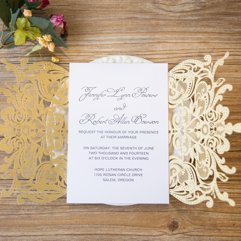 Lasercut Kartenhülle #B0156 in Metallic Gold mit bedrucktem Texteinleger