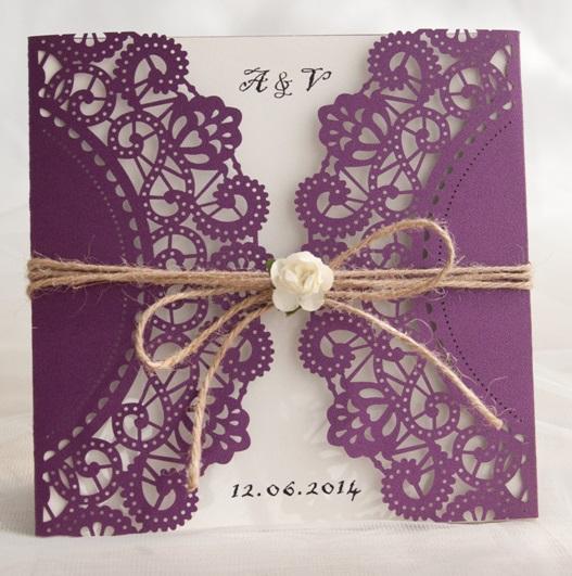 Lasercut Karte Hochzeitseinladung, Purple Shimmer mit Kordel und Röschen