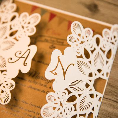 Personalisierbare Lasercut Hochzeitskarte #PB0146 in Nahaufnahme #paperlove