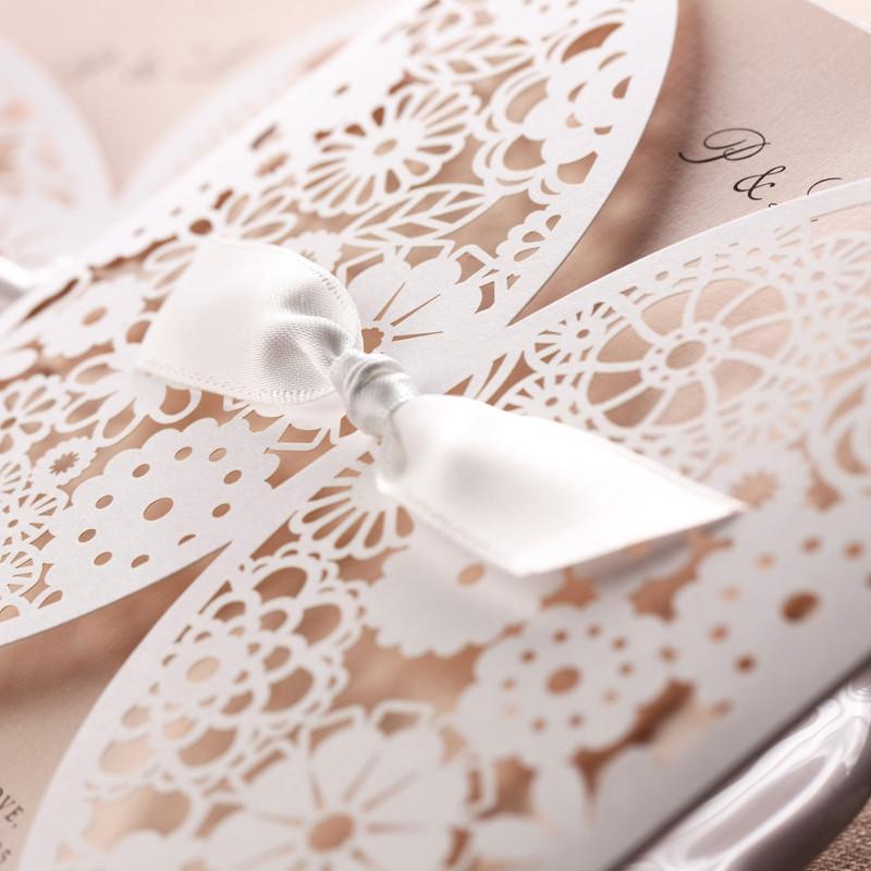 """Laserschnitt Lasercut Hochzeitskarte """"Daisy"""" Spitze mit Schleife #C0001 in Standardfarbe 339 white"""