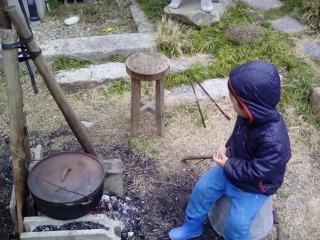 ダッチオーブンはしご 子供とダッチオーブン