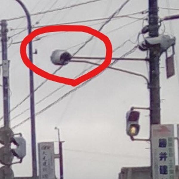ドムに見える信号機の画像