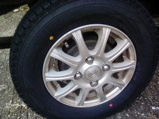 スタッドレスタイヤの組み換え
