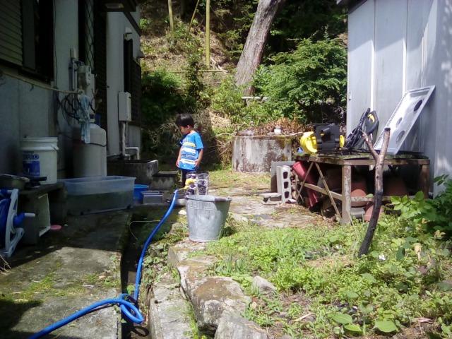 家の裏を高圧洗浄機!ケルヒャー
