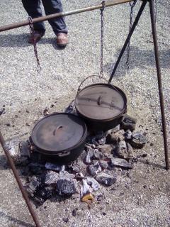 炭 ダッチオーブン ポトフ もも肉 鶏 つるす