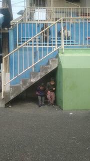 奈良競輪場で遊ぶ子供